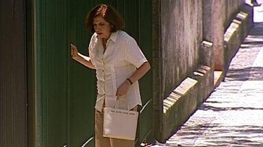 Após discutir com Capitu, Ema passa mal - Ela vai até a livraria para encontrar com Paschoal. Miguel conversa com Paschoal sobre livro de Paulo