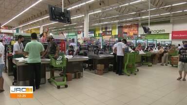 Consumidores antecipam ida ao mercado e postos de gasolina por causa de medidas - Consumidores antecipam ida ao mercado e postos de gasolina por causa de medidas restritivas no fim de semana