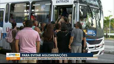 Para evitar aglomerações, ônibus extras circulam ao fim da tarde, em João Pessoa - No horário de pico ao fim da tarde, 18 ônibus extras saem do centro da capital paraibana.