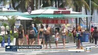 Praias têm movimento no primeiro fim de semana de flexibilização - Ambulantes e quiosques estão liberados.