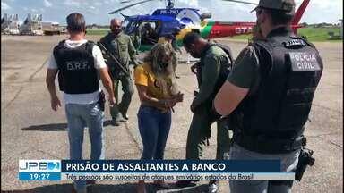 Três pessoas suspeitas de ataques a bancos são presas - Elas são suspeitas de assaltos a bancos em vários estados do Brasil.