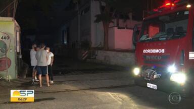 Incêndio atinge galpão de empresa que transporta obras de arte em Taboão da Serra - Polícia investiga quais foram as causas do início do fogo.