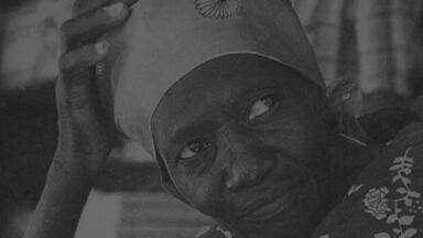 Carolina Maria de Jesus venceu a fome e se tornou uma das escritoras mais lidas do Brasil - Mulher negra, catadora e moradora de favela na década de 50, escreveu Quarto de Despejo, que até hoje nos faz refletir sobre a vida dura em comunidades precárias.