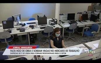 Projeto oferece cursos gratuitos em TI para formar mão de obra - Confira a reportagem exibida pelo Jornal Vanguarda.