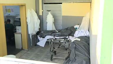 Por falta de espaço em necrotério, corpos de vítimas da Covid ficam expostos em UPA de BH - Segundo o Sindicato dos Servidores Públicos Municipais de Belo Horizonte, cinco pessoas morreram na UPA Pampulha em 24 horas.