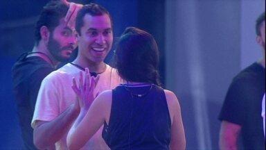 Gilberto lembra data especial e faz proposta a Juliette: 'Vamos terminar dia três' - Gilberto lembra data especial e faz proposta a Juliette: 'Vamos terminar dia três'
