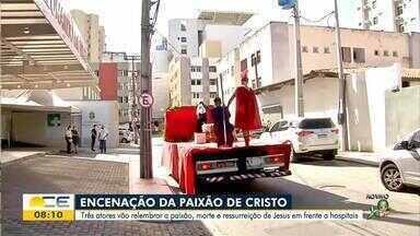 Grupo encena a Paixão de Cristo em frente a hospitais - Saiba mais em: g1.globo.com/ce