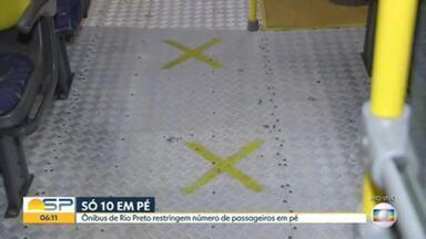 Ônibus de Rio Preto só podem circular com 10 passageiros em pé - Medida foi tomada para tentar diminuir aglomerações no transporte público.