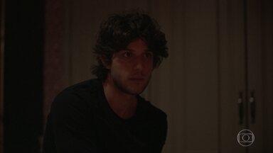 Danilo questiona Thelma sobre seu comportamento nos últimos meses - Enquanto isso, Lurdes encontra um ponto de fuga no cativeiro