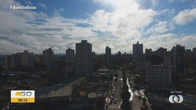Veja a previsão do tempo para as cidades de Goiás - Goiânia amanhece com tempo nublado e chuvoso.