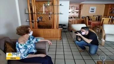Jornalista encontra na fotografia forma de diminuir ansiedade e ganha prêmio internacional - Ele fez uma foto da mãe, que virou modelo para Ismael Holanda.