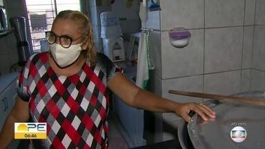 Voluntários matam fome de pessoas afetadas pela pandemia no Recife - Trabalho do Núcleo Espírita Missionários da Luz acolhe crianças e distribui alimentos.