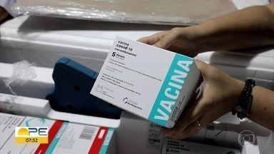 Nova remessa com 187 mil doses de vacina contra Covid chega a Pernambuco - Estado recebeu doses de imunizantes de Oxford/AstraZeneca e também da CoronaVac.