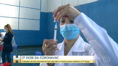 Cidades do Rio Grande do Sul não têm doses para a 2ª aplicação da Coronavac - Segundo o Conselho das Secretarias Municipais de Saúde do Rio Grande do Sul, o problema afeta 340 dos 497 municípios gaúchos.