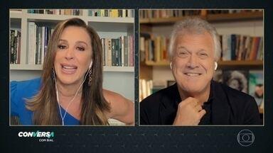 """Programa de 30/04/2021 - Papo com a atriz Cláudia Raia sobre seus 30 anos de carreira e as histórias em seu livro de memórias, """"Sempre Raia um Novo Dia""""."""