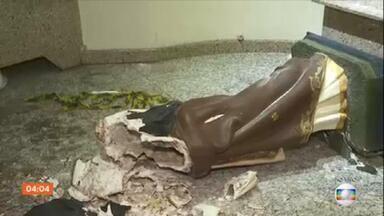 Vândalos invadem igreja em São Paulo e quebram imagens históricas - A ação dos vândalos aconteceu na noite desta segunda em uma capela que fica em Osasco, na grande São Paulo. De acordo com um dos padres, quatro pessoas invadiram a capela e destruíram imagens, algumas delas estavam no local há mais de 60 anos.
