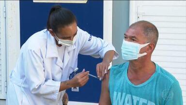 Vacinas da Pfizer começam a ser aplicadas no RJ - Podem se vacinar com o imunizante da Pfizer as pessoas com comorbidades, gestantes, mães que tiveram bebês recentemente e deficientes permanentes.
