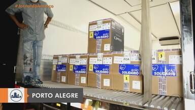 Vacinas da Pfizer chegam a Porto Alegre - Doses serão para vacinar idosos e avançar na imunização de pessoas com comorbidades. Todas as 32.760 doses serão aplicadas na Capital.