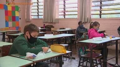 Aulas presenciais são retomadas do 3º ao 5º ano do Ensino Fundamental da rede estadual - Retorno foi feito com poucos alunos e cercado de indefinição.