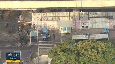 Policiamento é reforçado nas entradas do Jacarezinho - Nesta sexta-feira (7), a Polícia Militar está reforçando a segurança nas entradas da comunidade.