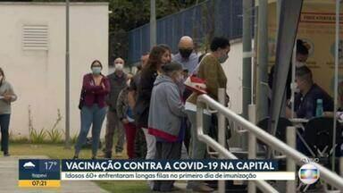 Postos de saúde na cidade de SP voltam a registrar filas para vacinação contra Covid - Imunização de idosos de 62 a 60 anos começou nesta quarta em todo o estado. Procura por doses da vacina da Pfizer provocou longas filas de espera em diversas unidades