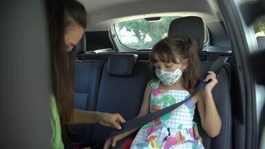 Crianças no carro - Novo código de trânsito altera as regras sobre idade e altura das crianças para andar na frente do carro