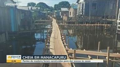 Cheia: Em Manacapuru, pontes de madeira são construídas - Pontes estão sendo construídas para dar acesso às casas.
