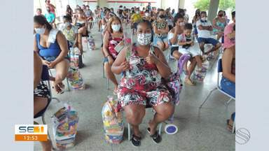 No Dia das Mães, Cufa entrega 300 cestas básicas do projeto Mãos Amigas - No Dia das Mães, Cufa entrega 300 cestas básicas do projeto Mãos Amigas.
