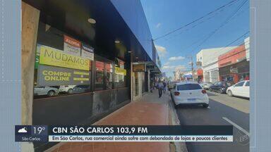 Comerciantes abandonam área atingida pela enchente no centro em São Carlos - Muitos comércios foram fechados na região.