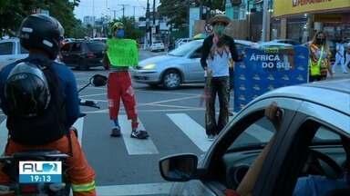 Artistas circenses trocam picadeiro pelas ruas por causa da pandemia - Sem espetáculos, famílias passam por dificuldades.