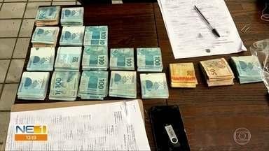 Operação da Polícia Federal cumpre mandados em Camaragibe e em Moreno - Esta é a terceira fase da Operação 4 Milhões, que investiga crimes de estelionato e lavagem de dinheiro, nos municípios.