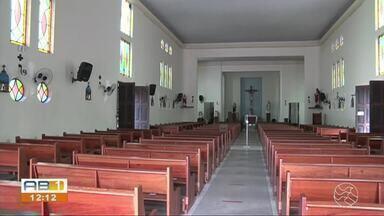 Governo de PE sanciona lei que transforma igrejas e templos em atividades essenciais - Assinatura ocorreu nesta segunda (10), por meio de videoconferência.