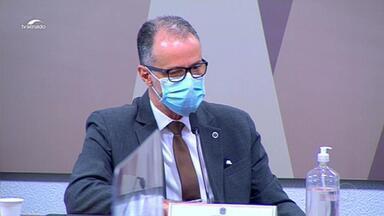 Presidente da Anvisa diverge de Bolsonaro na CPI da Covid - Barra Torres condenou a cloroquina e defendeu o isolamento social, o uso de máscara e a vacina.
