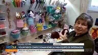 Voluntários confeccionam bonecas para equipes de enfermagem em Curitiba - Mais de mil bonecas serão entregues nesta semana.