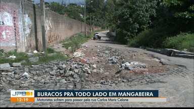 Motoristas reclamam de buracos em ruas do bairro de Mangabeira, em João Pessoa - Infraestrutura do bairro prejudica mobilidade urbana.