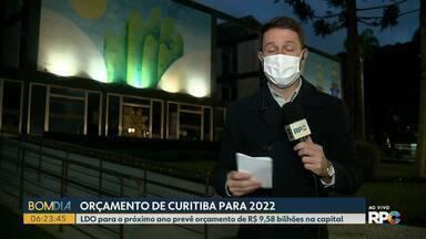 Orçamento de Curitiba para 2022 deve ser enviado para a câmara hoje (14) - A prefeitura deve encaminhar ainda hoje para a câmara de vereadores, a proposta de lei orçamentária para o próximo ano. O orçamento previsto é de R$ 9,58 bilhões na capital.