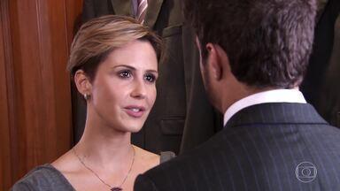 Luísa vai com Edgar comprar terno do casamento - Edgar diz que precisa ver Bruna