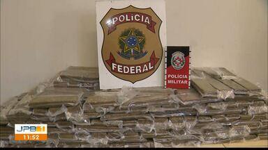 Trio é preso suspeito de tráfico e mais de 240 kg de maconha são apreendidas, na PB - PM e PRF acharam 248 kg da droga escondidos em dois veículos.