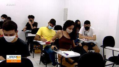 No Amazonas, vestibulandos seguem rotina de estudos para aprovação no SIS-UEA - No Amazonas, vestibulandos seguem rotina de estudos para aprovação no SIS-UEA.