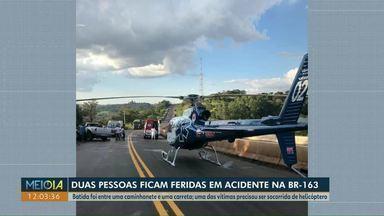 Duas pessoas ficam feridas em acidente na BR-163 no Paraná - Durante o atendimento, trânsito foi bloqueado na rodovia.