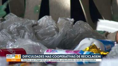 Dificuldade nas cooperativas de reciclagem - Resíduo que chega tem pior qualidade, prejudicando renda de cooperados.