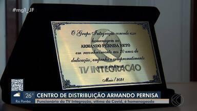 Funcionário da TV Integração que morreu de Covid-19 é homenageado em Juiz de Fora - Armando Pernisa Neto trabalhou na emissora por 20 anos. Nesta segunda (7) foi instalada a placa com o seu nome no Centro de Distribuição do Sinal Digital da TV Integração.