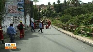Ladeira da Moenda, em Maceió, começa a ser interditada nesta segunda-feira - Via liga os bairros do Feitosa e Pitanguinha. Tráfego na região fica proibido por 15 dias.