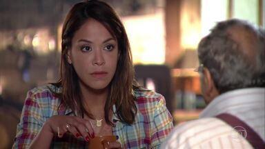 Lorena conversa com Laudelino sobre o câncer de próstata - Ele tenta enrolar a neta