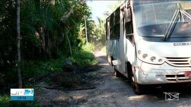 Duas pessoas morrem eletrocutadas quando desciam de ônibus em Caxias - Ônibus de turismo parou embaixo de uma rede de alta tensão e ficou energizado.