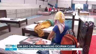 Justiça permite que famílias de prédio demolido fiquem em clube em São Caetano do Sul - A situação das famílias que lutam por moradia está indefinida.