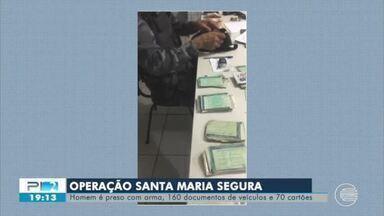 Operação Santa Maria Segura: homem é preso com 160 documentos e 70 cartões - Operação Santa Maria Segura: homem é preso com 160 documentos e 70 cartões