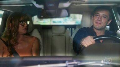 Renzo deseja que Alexia/Josimara conheça Lúcia - Ele decide levar a amiga de Kyra até sua casa. Zezinho não se conforma com suposta traição de Alexia