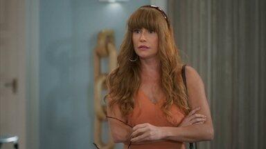 Alexia pensa em vasculhar a casa de Dominique - Renzo leva a amiga de Kyra para conhecer Lúcia e avisa que sua tia está viajando