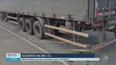 Acidente entre moto e carreta deixa uma pessoa morta em Vitória da Conquista - Caso aconteceu na tarde desta segunda-feira (7). Segundo a PRF, batida foi causada por ultrapassagem indevida.